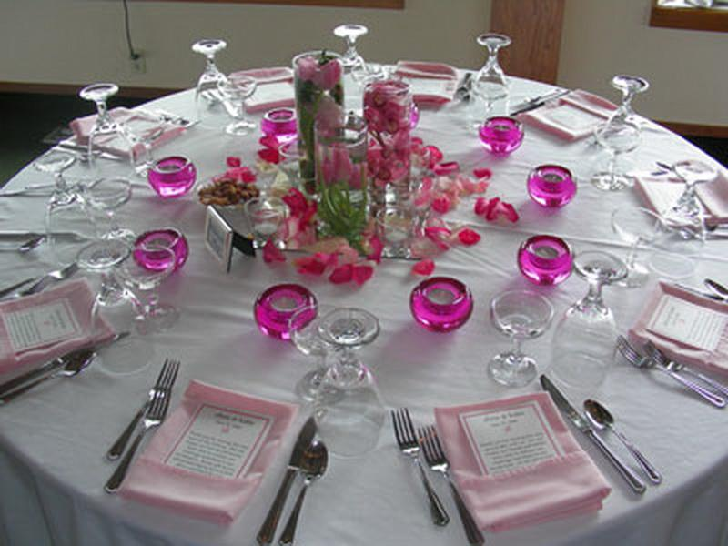 Round-Table-Settings-for-Dinner-Party