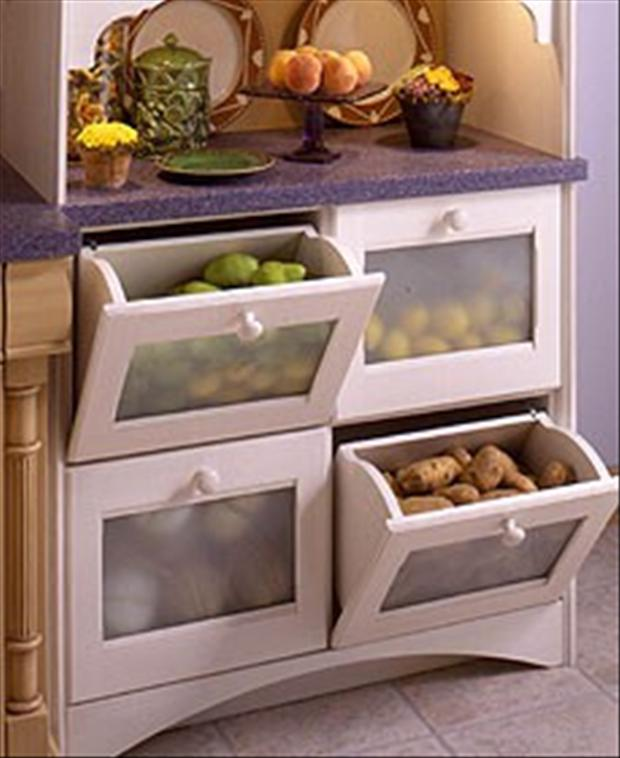 fruit-and-vegetable-drawers-in-the-kitchen