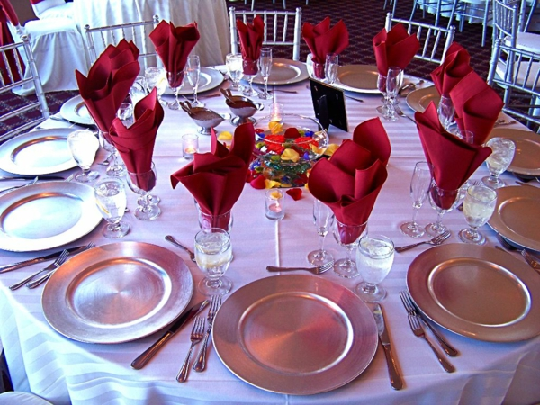 lovely-wedding-table-setting-profesional-decoration