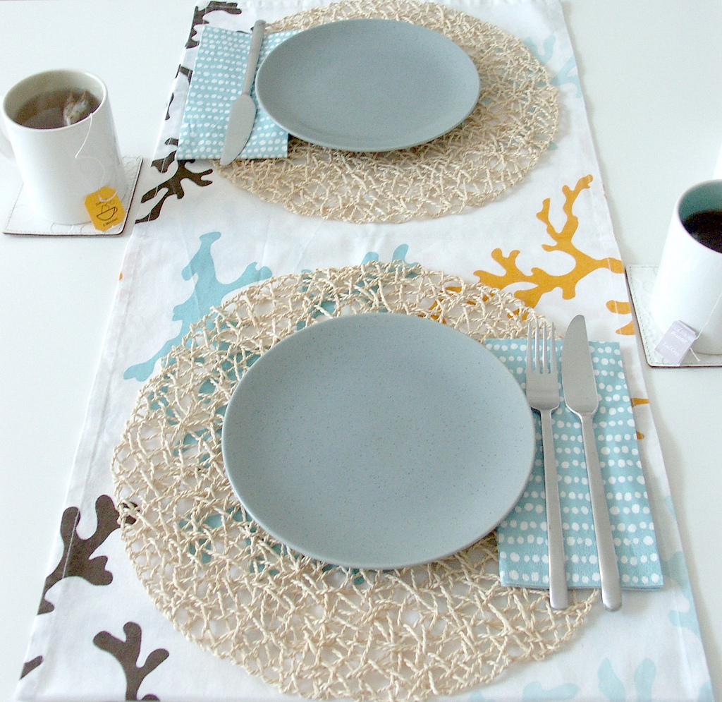 ocean-inspired-modern-table-setting-blue-white-brown-beige-wedding-reception