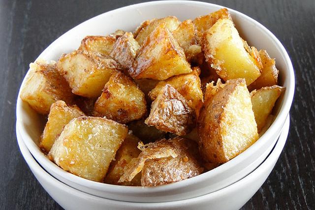 Картофельные дольки запеченные с пармезаном