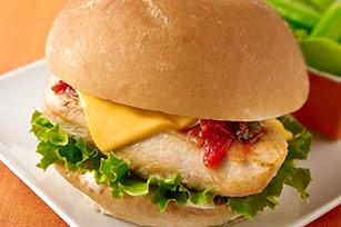 сырные сэндвичи с курицей и соусом сальса