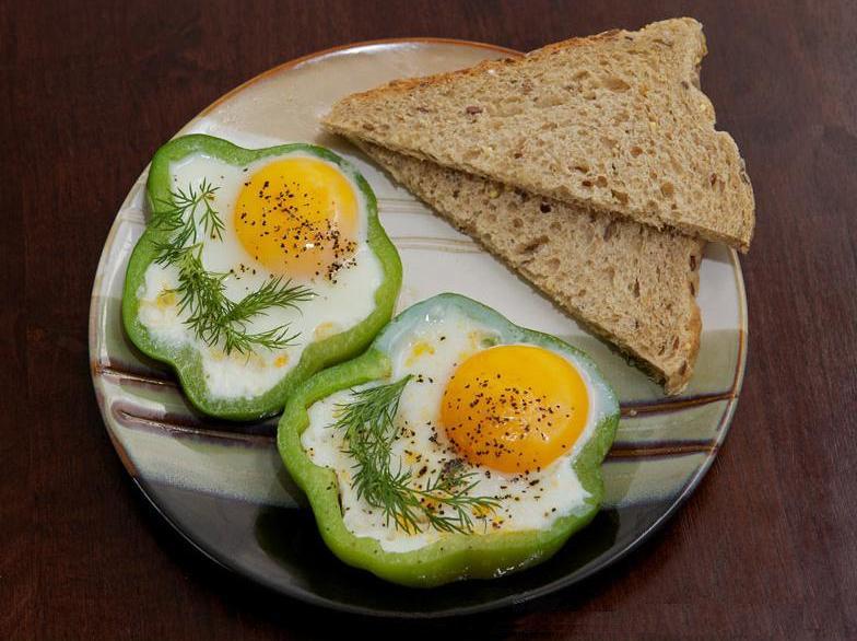 яйца в колечках из сладкого перца